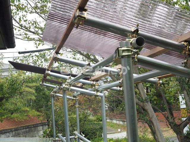 メダカ容器平置きの場所に屋根付きの棚をDIY